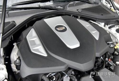 传动系统与发动机匹配的统一是8速手自一体变速箱.