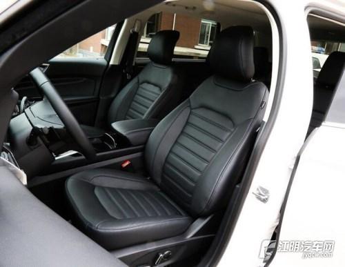 福特锐界内饰共有两款选择,全黑极具动感,黑加白富有居家气息,搭配